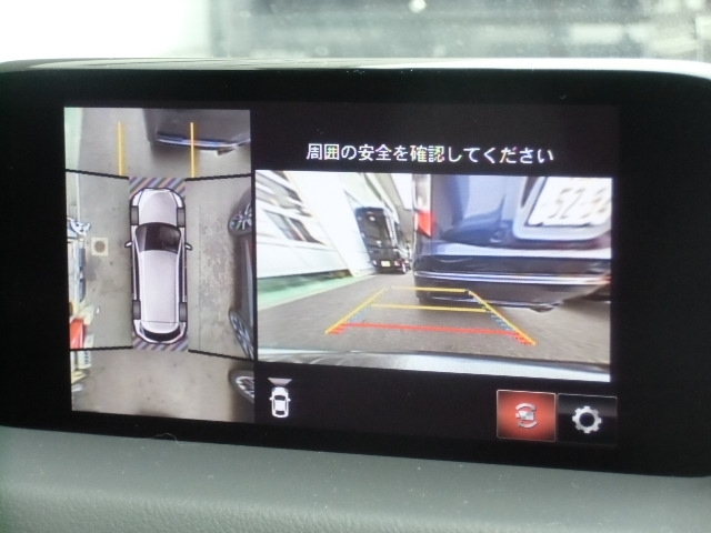 360℃ビューモニターが付いています。車両の前後左右に備えた計4つのカメラを活用し、車両を真上から見た様なトップビューで狭い場所での駐車に役立ちます☆