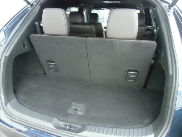 開口部が広く、大きな荷物を積むことも可能です!サードシートを前に倒すことで、よりたくさんの荷物が積めるようになります☆