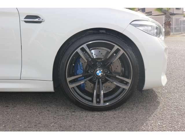 BMW純正ホイールはモデルやパッケージに合わせてデザインされております。洗練されたデザインで、足元の個性を引き立てます。