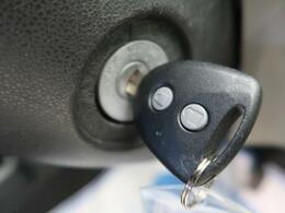 【キーレス】ドアの開閉をボタン操作で行うことができ、盗難防止機能も装備されております!