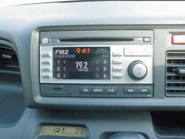 純正CDデッキ搭載。ラジオもお聞きいただけます。