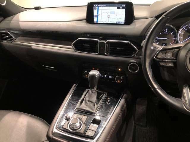 【インパネ周り】一瞬国産車に乗っていることを忘れてしまうような欧州車テイストで洗礼されたインパネ周り。