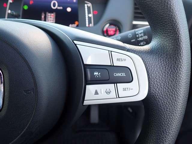 広い水平画角のフロントワイドビューカメラと前後のソナーセンサーを搭載。夜間での検知や、自転車も検知して安全運転をサポートします。