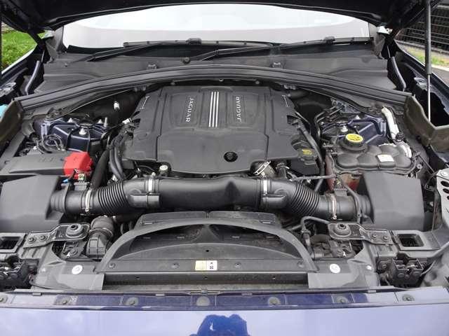 3L スーパーチャージドV6ガソリン・エンジン搭載のハイパフォーマンスな走りを実現した「Rスポーツ」!