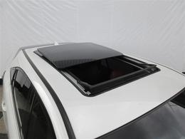 室内に爽やかな空気を呼び込み、明るく開放的なドライブを ★電動ムーンルーフ★