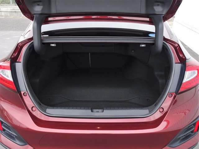 トランクは大容量で大きな荷物も載せられます!
