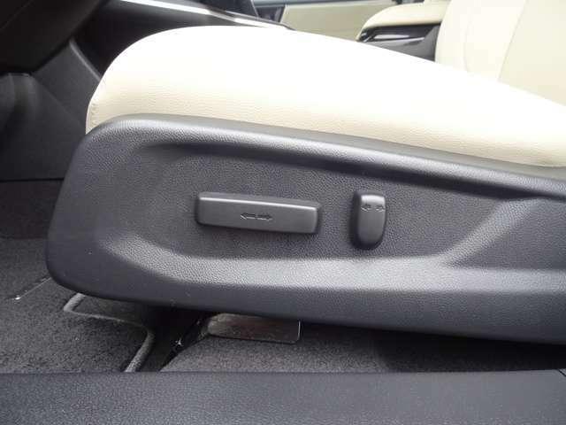 パワーシート付いてます!電動でお好みの位置に、調整が可能です!