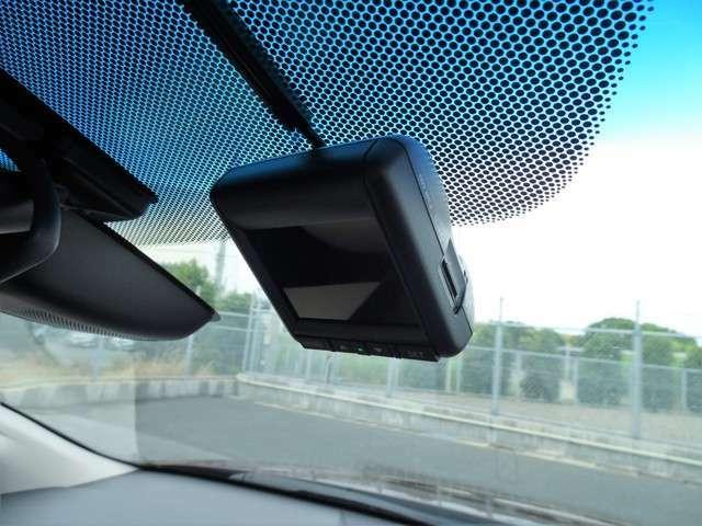 もしもの時に心強いドライブレコーダーです♪設定以上の衝撃が起こった際に、記録が上書きされずに保存されます!