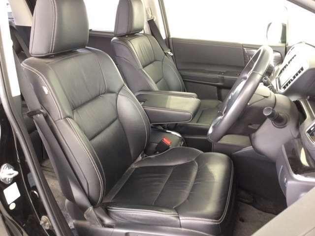 長時間の運転でも疲れにくいフロントシートです。運転席・助手席には、ヒートシーターを装備。パワーシートは、微調整が可能ですのでお客様のベストポジションにてドライビングを楽しんでいただけます。