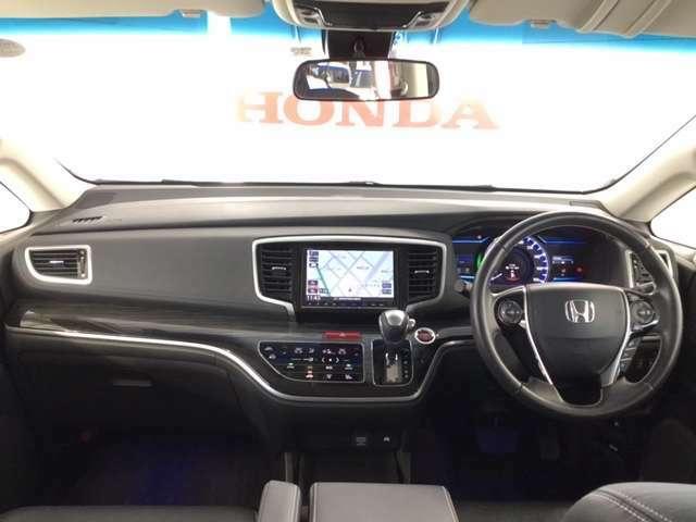 シンプルかつ操作性・視認性に優れた機能的なレイアウトの運転席まわりです。
