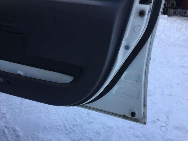 ☆サビのダメージが気になるドアの内側、タイヤハウス周辺もキレイです☆