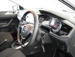 ★マルチファンクションインジケーターはドライバーのステアリング入力や角度をモニタリングします。