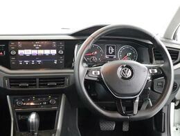 ★マルチファンクションインジケーターは、時刻、瞬間平均燃費、運転時間、外気温度、走行距離等メニュー表示します。