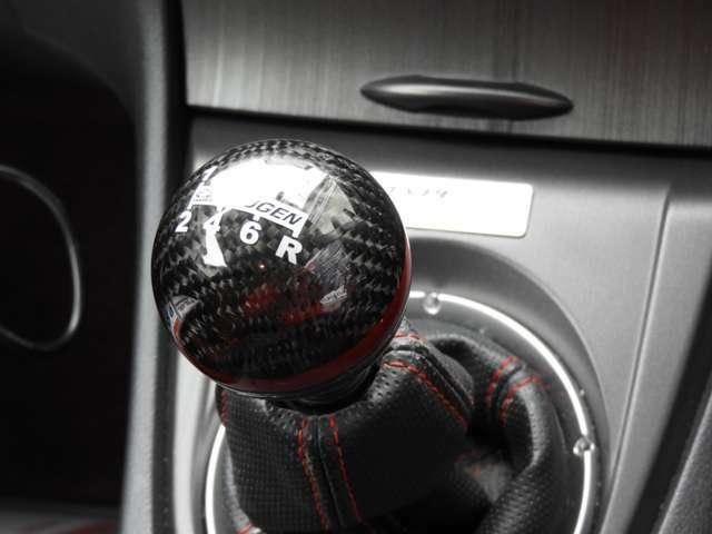 来店予約で成約を頂いたお客様には当店オリジナルの除菌消臭プランをプレゼント!車内の気になる臭いを解消するためにオゾン発生器を使用し、強力に除菌脱臭し二酸化塩素除菌消臭剤 SEAL OFFを使用して消臭します。