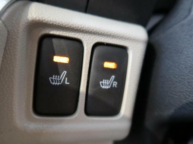 【前席シートヒーター】スイッチをいれると、運転席・助手席のシート自体が暖かくなる機能です。「暖房は体調崩すからちょっと・・・」という方にもお勧めです。