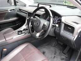 ドライビングが快適になる室内インテリアは、SUVらしさもあり、最適なドライビングポジションを実現しています。