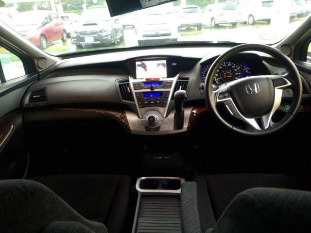走行安定性バツグンのローワイドフォルムで、車内もゆったり!