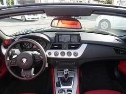 2010年式 Z4 Sドライブ35i Mスポーツ 左ハンドル 306馬力(カタログ値) 7速DCT 電動オープン パドルシフト ウインドウディフレクター ヒーター赤革 iドライブHDDナビ 2年保証!