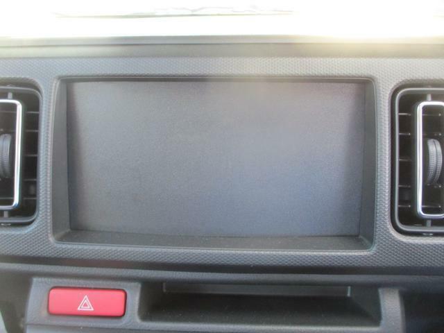 オーディオレスです。CDステレオ付きナビゲーションはオプションでつけられます。
