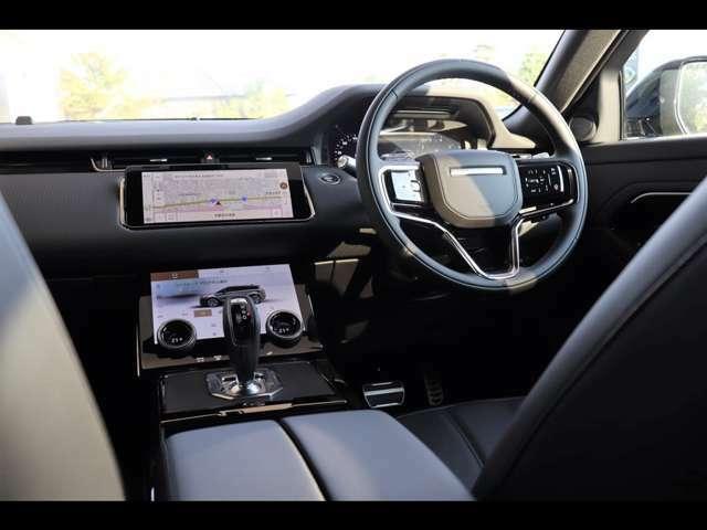 水平基調のシンプルなインテリアデザインが、イヴォークの魅力を更に引き立てます。いつでもゆとりある空間をドライバーに提供します。