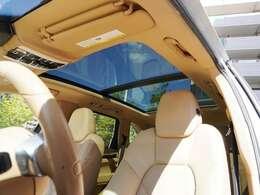 ☆大人気のパノラマルーフ装着車☆車内の開放感が違います!動きもスムーズです。