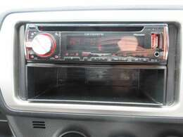 社外CDオーディオ付きです☆長距離ドライブや旅行に欠かせない装備ですよ☆