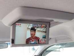 フリップダウンモニター◇後席の方も長距離ドライブの際、快適に過ごすことが出来ますね◇