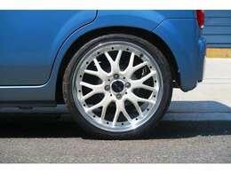 社外16インチホイール!タイヤは、ヨコハマSドライブです。