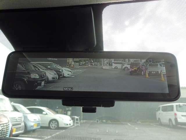 後方をカメラ画像で映すインテリジェントルームミラー