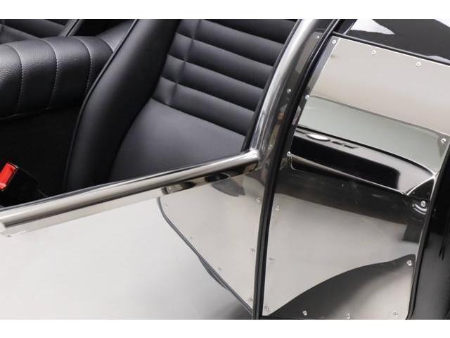 自社認証整備工場を完備しております。小さな修理やオイル交換から、チューニングまで幅広く対応可能です。英国車の経験豊富なスタッフがご案内致します。