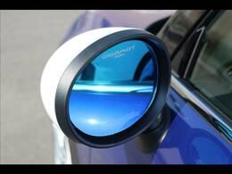 GIGAMOTブルーミラー装備。遮光性に優れており、夜間でもしっかりと後方の確認もしていただけます。
