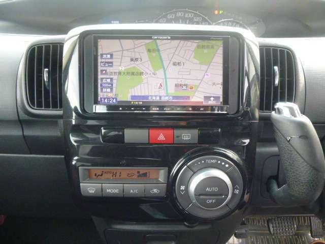 便利なオートエアコンは設定温度を合わせるだけで、自動で車内を快適な空間にしてくれます。操作がカンタンで 扱いやすい社外ナビ装備。ドライブも楽しくなります。
