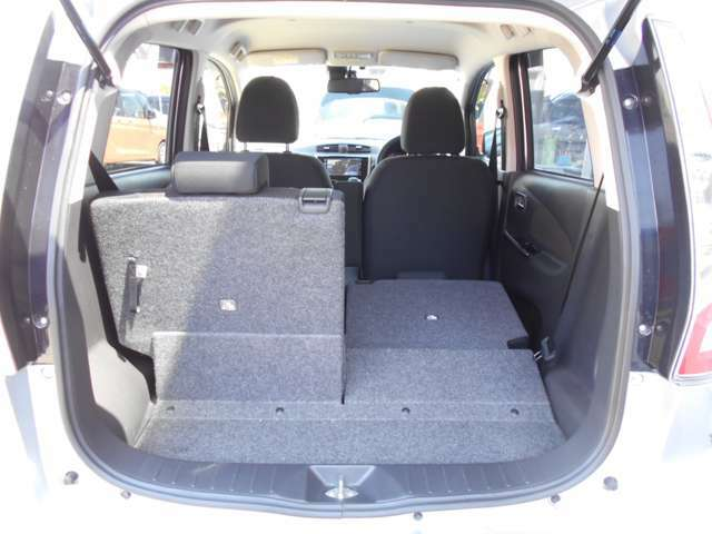 シートが可倒式になっていますので、用途に合わせて倒して頂ければ荷物を積むスペースが広くなります。