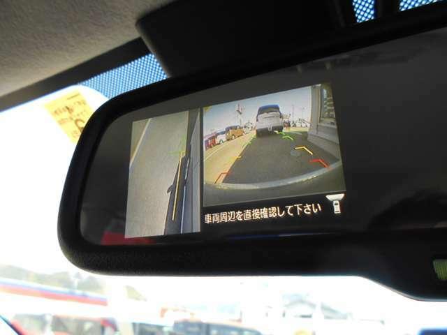 死角になりやすい左前方の確認もカメラでできますので、狭い道で対向車とすれ違うときも安全です。