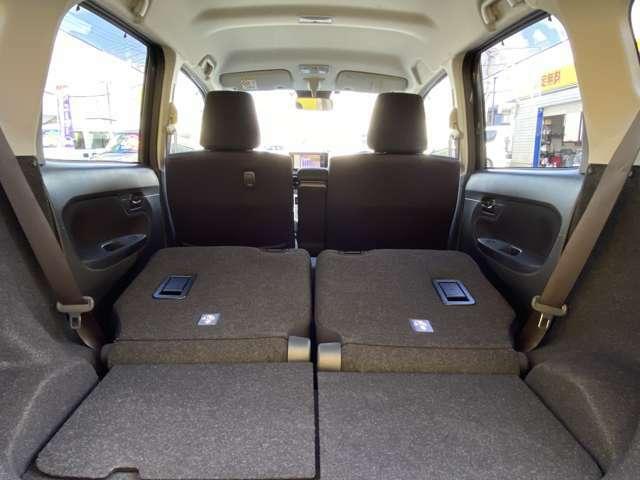 リヤシートを倒すと更にトランクスペースが広くなり便利です。