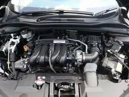 隅々まで綺麗に保たれたエンジンルームは、前オーナー様の管理がしっかりと行き届いている証拠です。