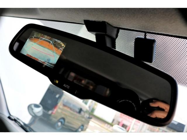 メーカーオプションのバックカメラ内蔵自動防眩インナーミラー!