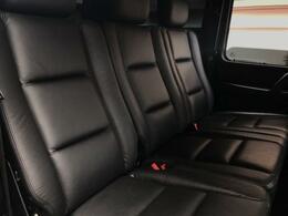 後部座席も革の艶良くキレイな状態です。