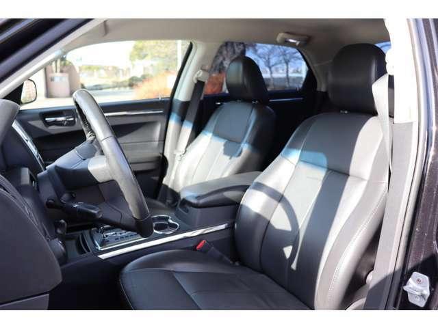 運転席、助手席共にシートは綺麗で状態は良好です♪