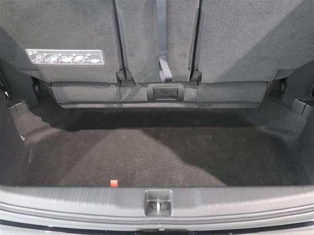 3列目を倒して荷室スペースの容量アップ!