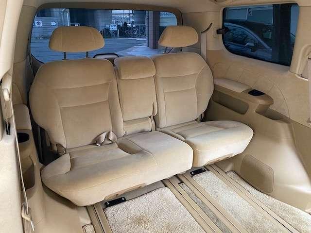 3列シートも広々としていてとても清潔感がありますね。大人数でのドライブでは大活躍ですね(*^^)v