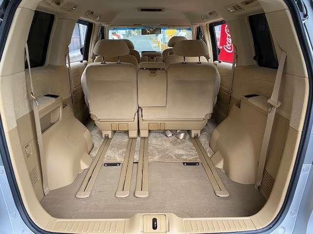 リアシートを畳めばトランクも広々としているのでたくさんの荷物も運べます!!お出掛けやお買い物にも便利ですね☆