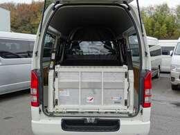 2015年11月登録/型式:LDF-KDH206K/1ナンバー(普通貨物車)/1年車検/4WD/寒冷地仕様/5ドア/3000cc/ディーゼル車/3[6]人乗り/トヨタ車体リフト/最大昇降能力260kg