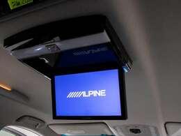ALPINE後席フリップダウンモニター装備!後席の方も一緒にご覧になれます!ドライブも大勢で楽しく行けますね!