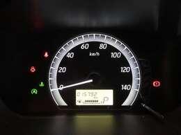 シンプルで視やすいメーター!!液晶には平均燃費なども表示します!!
