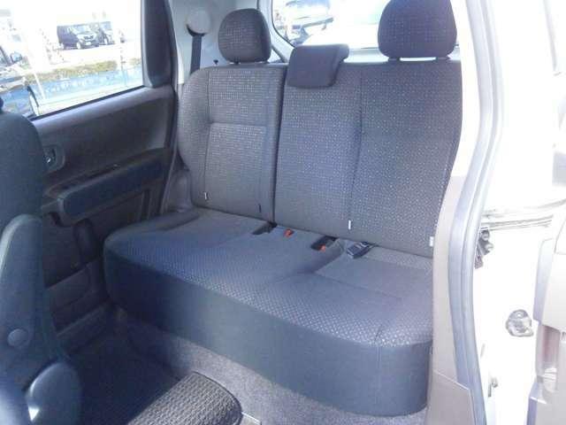 しっかりとした厚さで座り心地の良いリアシートです!