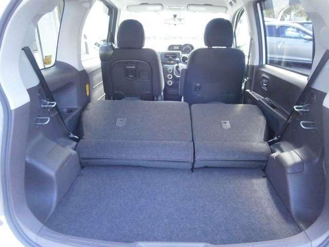 分割可倒式のシートを倒してスペースのアレンジが可能です!荷物が増えてしまっても安心ですね!