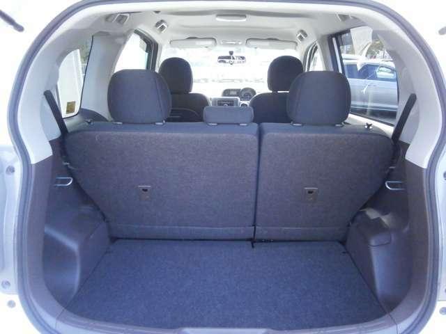 シートを倒さなくても十分な容量を確保している荷室スペースです!