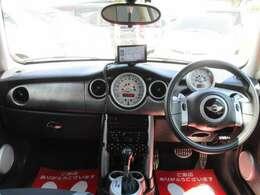 ■ベリーカーズの車両は格安車でも全車ルームクリーニング!汚れの洗浄・除菌・脱臭を行っていますので清潔でとても綺麗な内装になります。 室内天井汚れ ヤニなどを綺麗に洗浄!リフレッシュ!