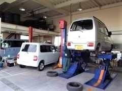 購入後もお任せ!オイル交換・タイヤ販売&交換など、車輛販売以外でもお安くさせていただきます。